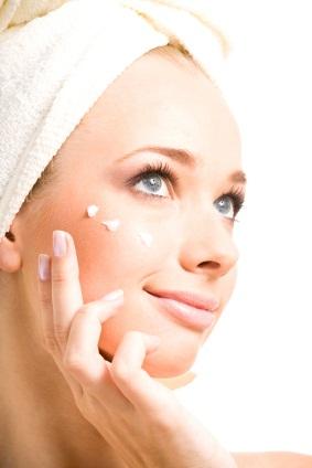 Dlaczego warto nawilżać skórę twarzy