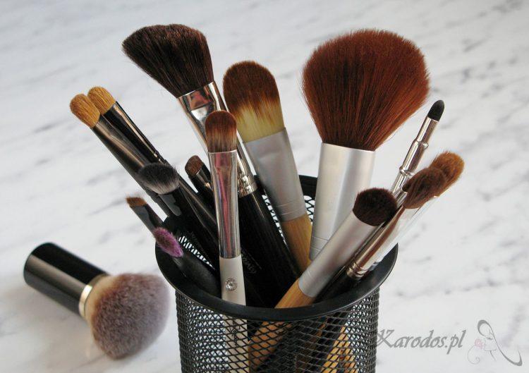 Jak dbać o pędzle do makijażu?