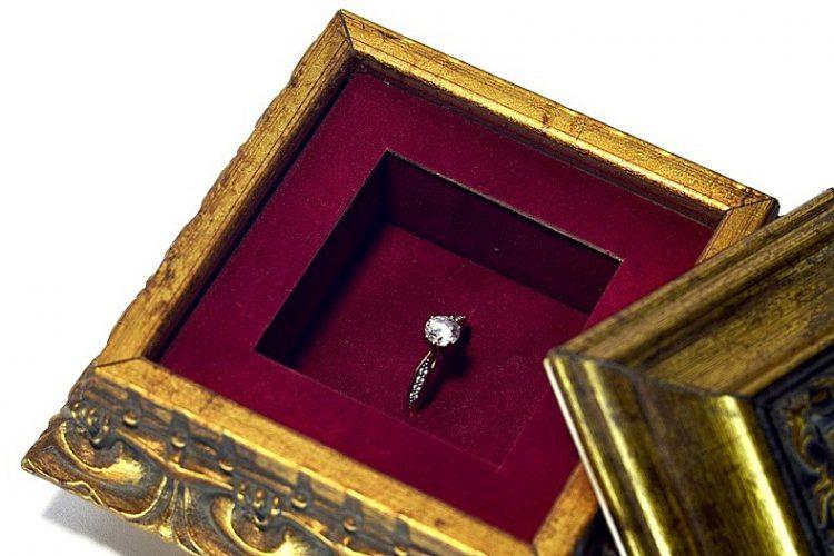 Jak wyczyścić srebrną biżuterię w domu?