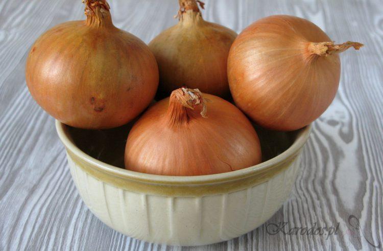 maseczka z rozgotowanej cebuli na tradzik i grzybice