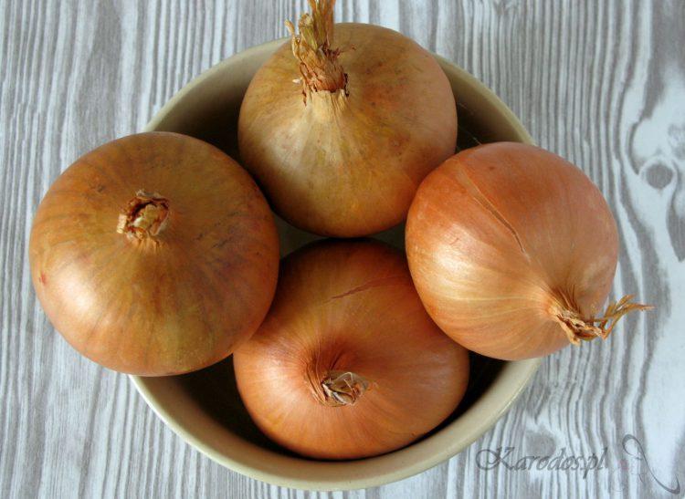 Maseczka z rozgotowanej cebuli na uporczywy trądzik i grzybicę