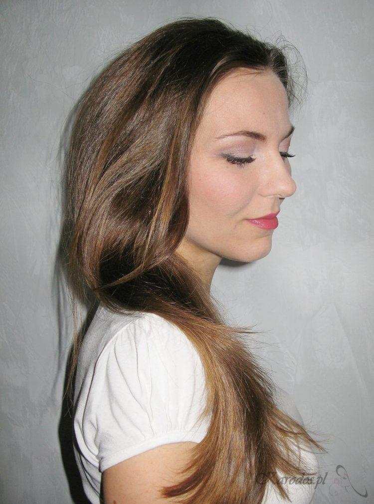 Przetłuszczanie się włosów – przyczyny i sposoby